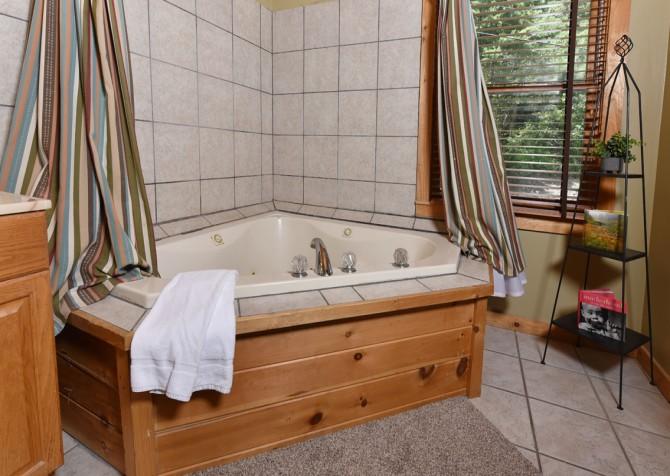 Gatlinburg - Alpine Air – Bathroom