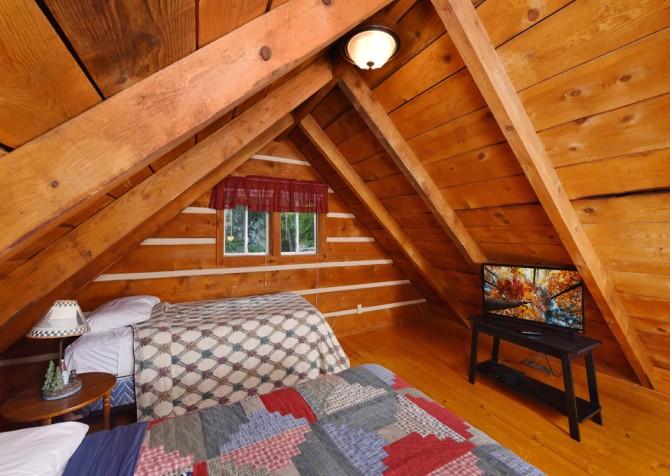 Gatlinburg Cabin- Auntie Sue's Cabin – Bedroom
