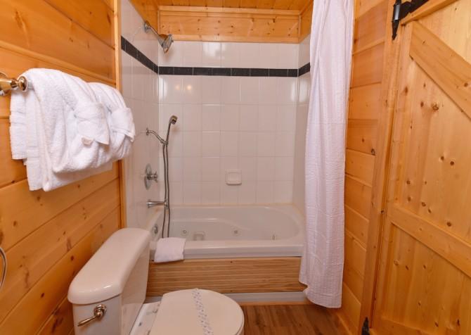 Gatlinburg - Bearfoot Lodge - Bathroom