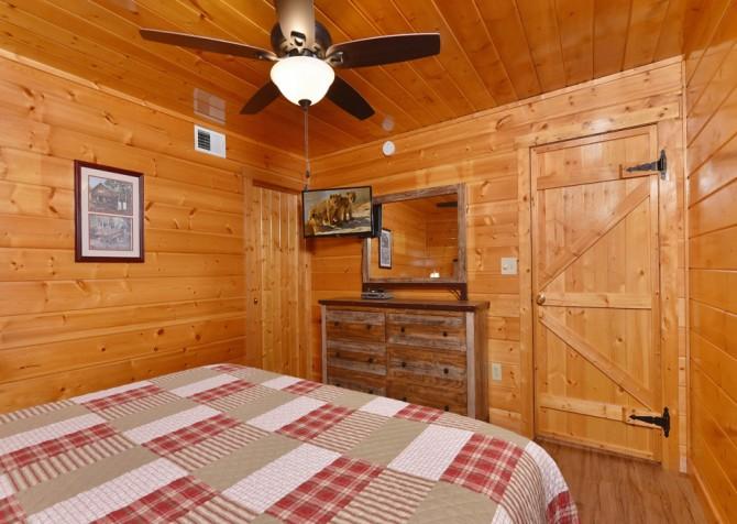 Gatlinburg - Bearfoot Lodge - Bedroom