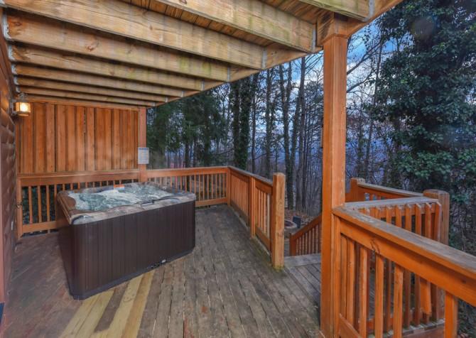 Gatlinburg - Bearfoot Lodge - Hot Tub