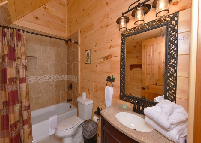 Gatlinburg Cabins - Beartastic Mountain View Lodge - Indoor Jetted Tub