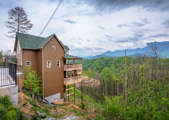 Gatlinburg Cabins - Beartastic Mountain View Lodge - Exterior