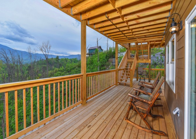 Gatlinburg Cabins - Beartastic Mountain View Lodge - Rocking Chairs