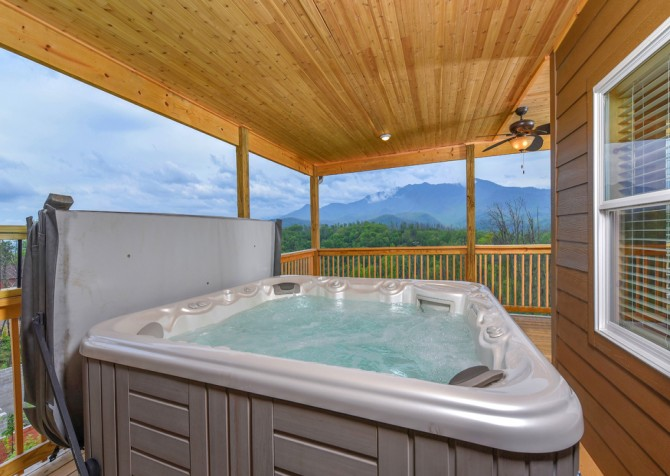 Gatlinburg Cabins - Beartastic Mountain View Lodge - Hot Tub