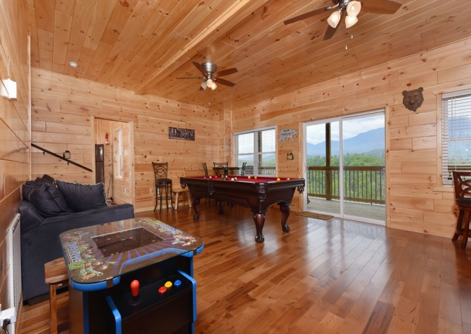 Gatlinburg Cabins - Beartastic Mountain View Lodge - Rec Room