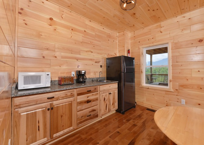 Gatlinburg Cabins - Beartastic Mountain View Lodge - Kitchenette