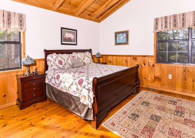 gatlinburg cabin - bella vista - bedroom