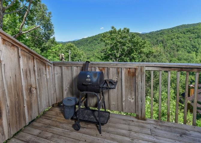 Gatlinburg Cabins - Bella Vista - Grill/View
