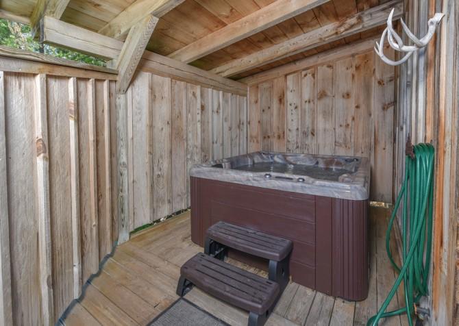 Gatlinburg Cabins - Bella Vista - Hot Tub