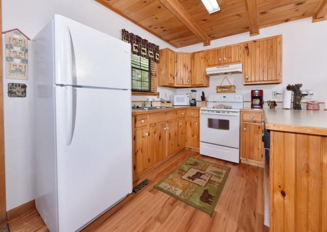 Gatlinburg Cabins - Bella Vista - Kitchen