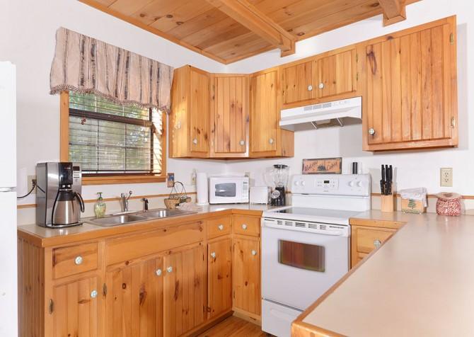 gatlinburg cabin - bella vista - kitchen