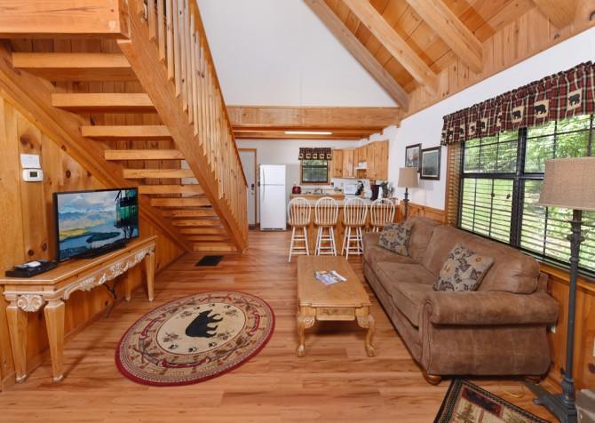 Gatlinburg Cabins - Bella Vista - Living Room