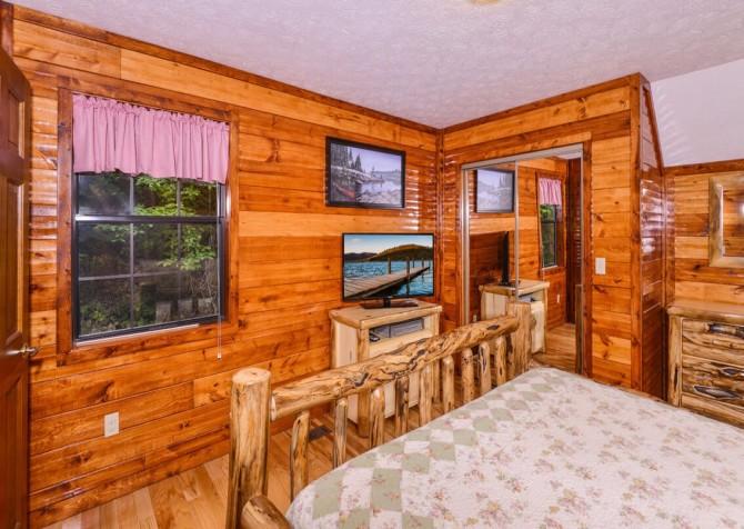 gatlinburg cabin - bonnie and clyde - bedroom