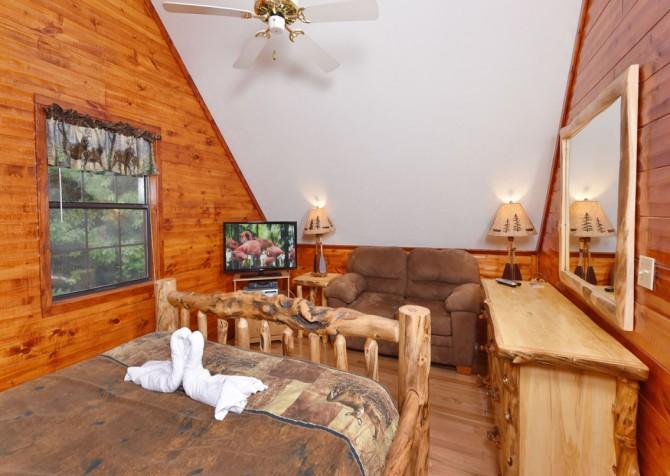 Gatlinburg - Bonnie and Clyde - Bedroom