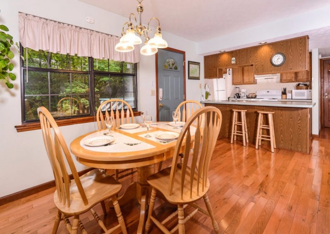gatlinburg cabin - bonnie and clyde - kitchen