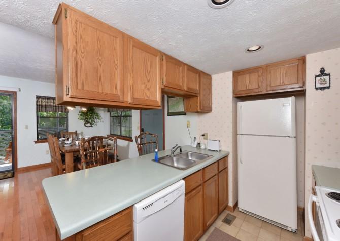 Gatlinburg - Bonnie and Clyde - Kitchen