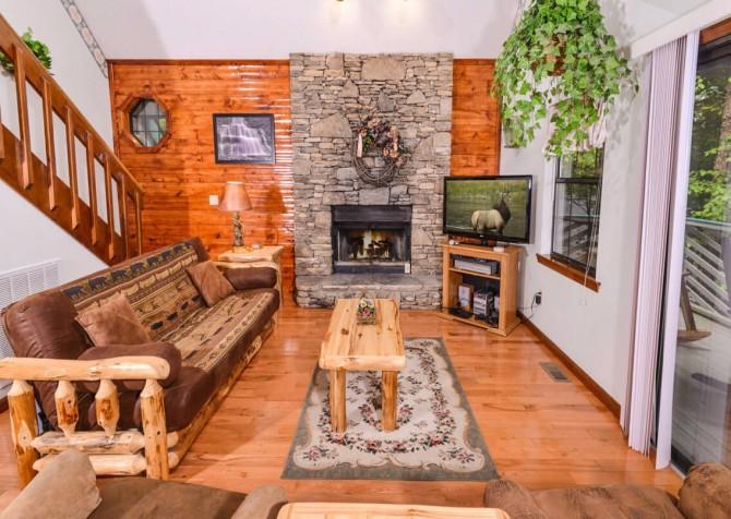 gatlinburg cabin - bonnie and clyde - living