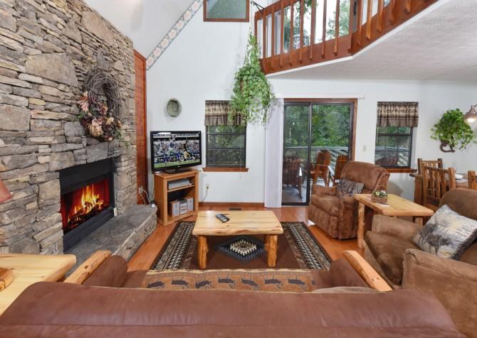 Gatlinburg - Bonnie and Clyde - Living Room