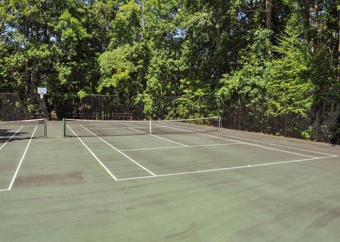 gatlinburg cabin - bonnie and clyde - resort tenns court