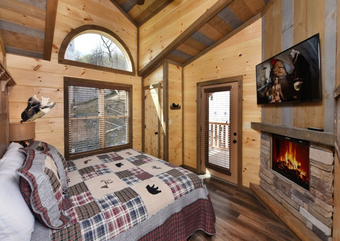Gatlinburg - Cherokee Dreams Lodge - Bedroom