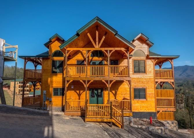 Gatlinburg - Cherokee Dreams Lodge - Exterior