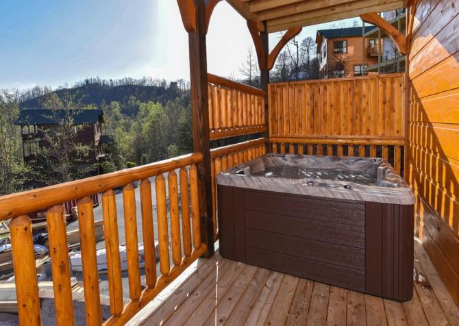 Gatlinburg - Cherokee Dreams Lodge - Hot Tub