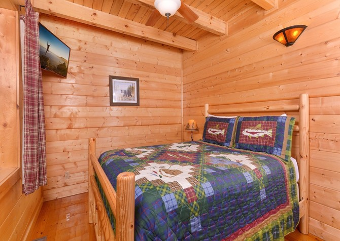 pigeon forge cabin – cozy cabin – bedroom