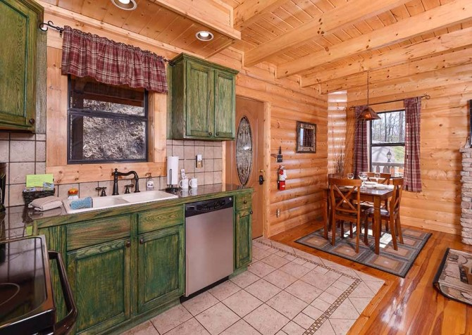 pigeon forge cabin – cozy cabin – kitchen