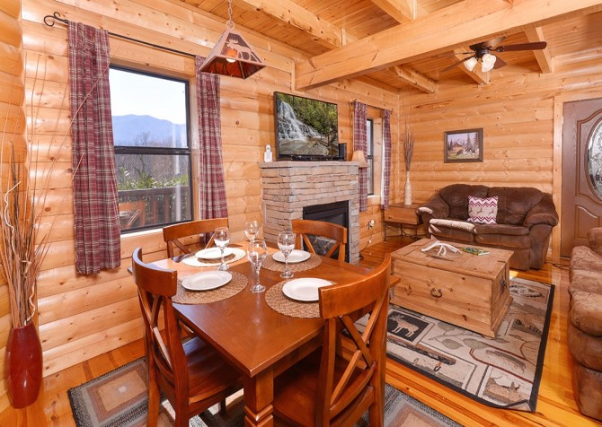 pigeon forge cabin – cozy cabin – living