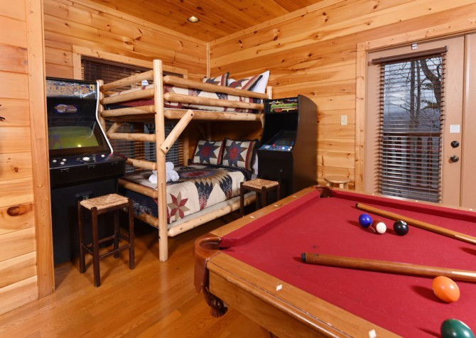 Pigeon Forge - Endless Views and A Theater - Rec Room