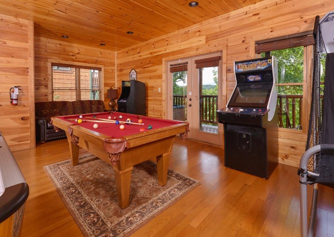 pigeon forge cabin – endless views and a theater – games