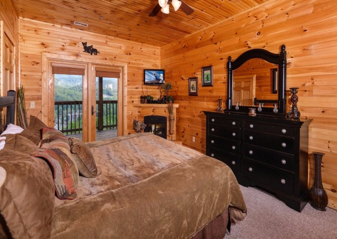 gatlinburg cabin - gatlinburg amazing grace - bedroom
