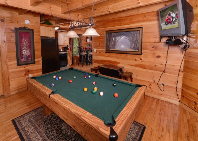 gatlinburg cabin - gatlinburg secret splash - game room