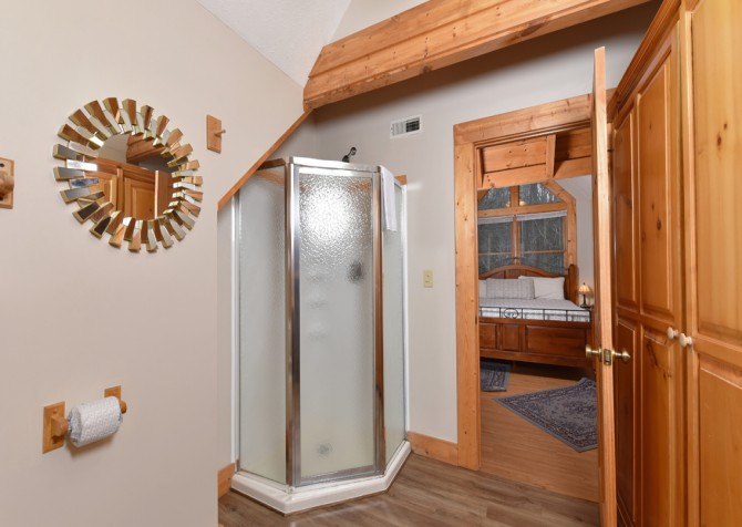 Gatlinburg Cabins - Gigi's Getaway - Bathroom