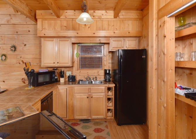 Gatlinburg Cabins - Gigi's Getaway - Kitchen