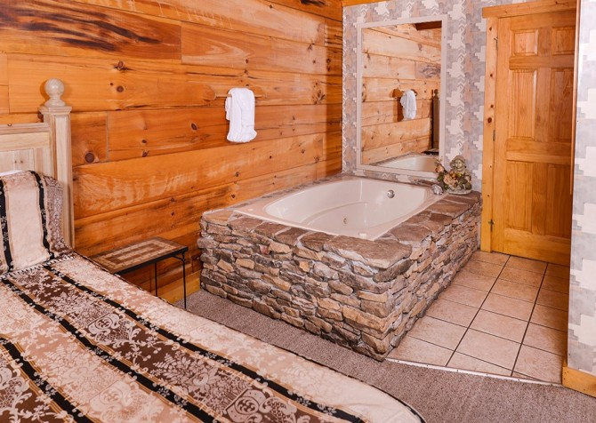Pigeon Forge – Hacienda – Bedroom One Indoor Jetted Tub