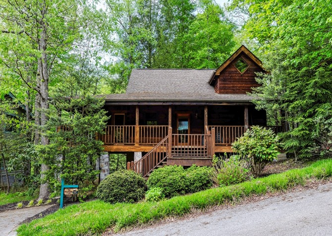 Pigeon Forge – Hacienda – Exterior Front & Parking