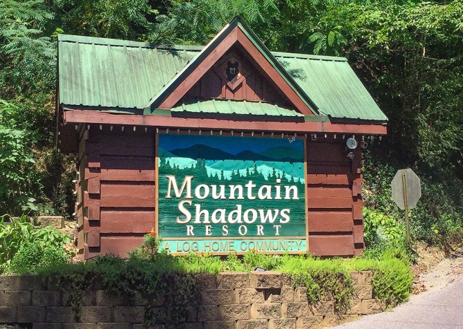 Pigeon Forge – Mountain Shadows Resort – Entrance Sign