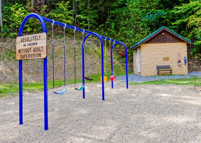 Pigeon Forge – Mountain Shadows Resort – Play Area
