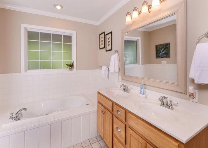 gatlinburg cabin - hen wallow creek cottage - bathroom