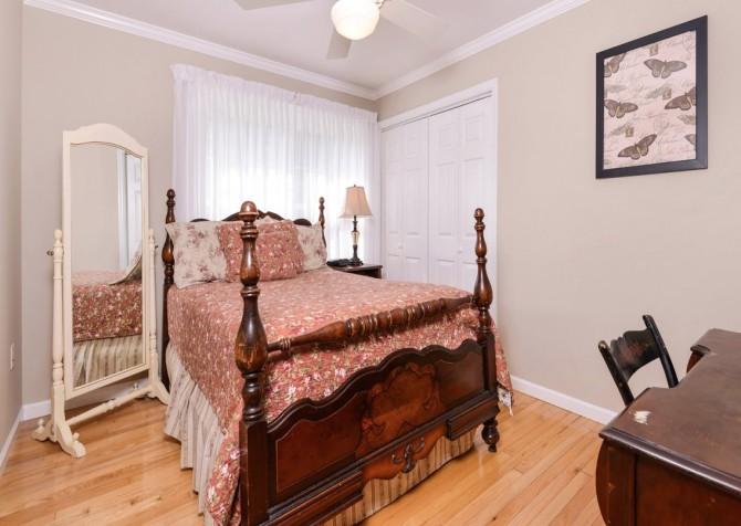 gatlinburg cabin - hen wallow creek cottage - bedroom