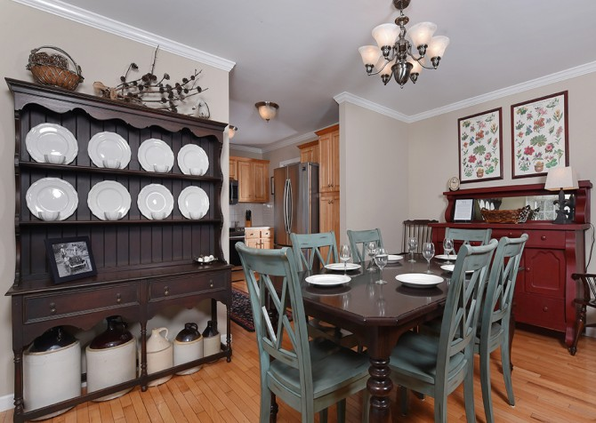 Gatlinburg Cabin - Hen Wallow Creek Cottage - Dining Room