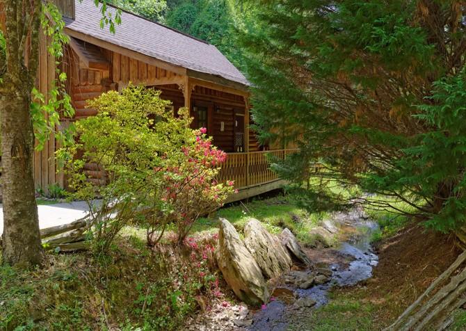 gatlinburg cabin - kandy kisses - front exterior