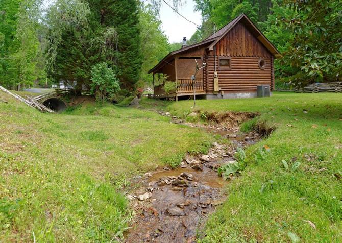 gatlinburg cabin - kandy kisses - creek