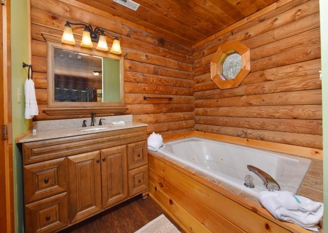 Gatlinburg - Kandy Kisses - Bathroom