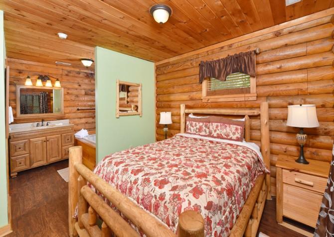 Gatlinburg - Kandy Kisses - Bedroom