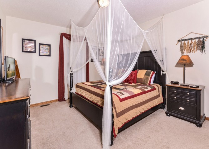 gatlingburg- lasting impressions- bedroom
