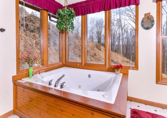 gatlingburg- lasting impressions- bathroom
