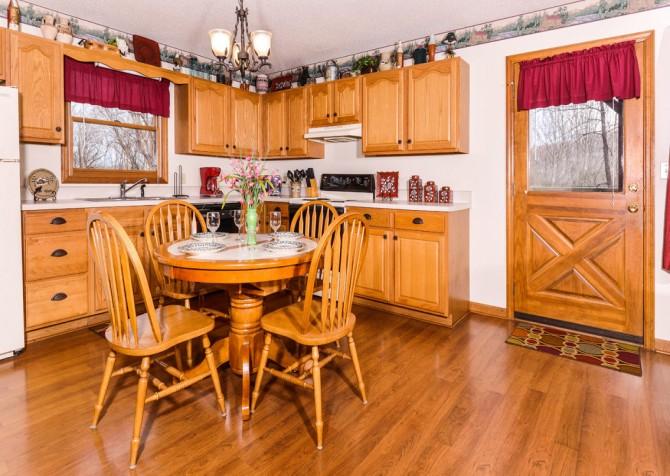 gatlingburg- lasting impressions- kitchen